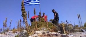 Read more about the article Τρεις Έλληνες ύψωσαν την ελληνική σημαία σε βραχονησίδα των φούρνων