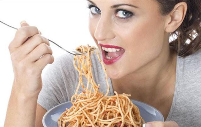 Read more about the article Γιατί η μοναξιά οδηγεί στο… φαγητό