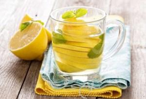 Read more about the article 20 λόγοι για να πίνεις χλιαρό λεμονόνερο το πρωί