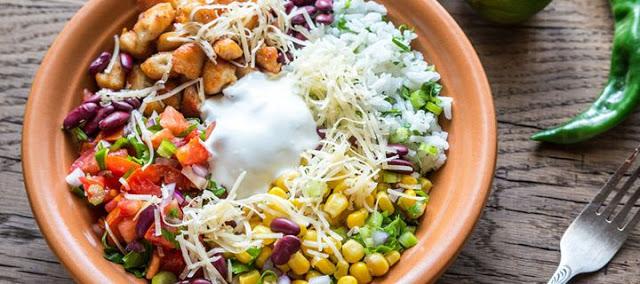 Read more about the article Γιατί πρέπει να τρώμε σαλάτα πριν το φαγητό