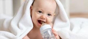 Γιατί δεν πρέπει να πίνουν νερό τα μωρά μέχρι 6 μηνών