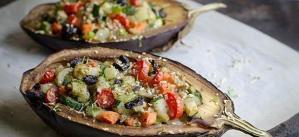 Read more about the article Μελιτζάνες στον φούρνο με τυρί, λαχανικά και ντομάτα