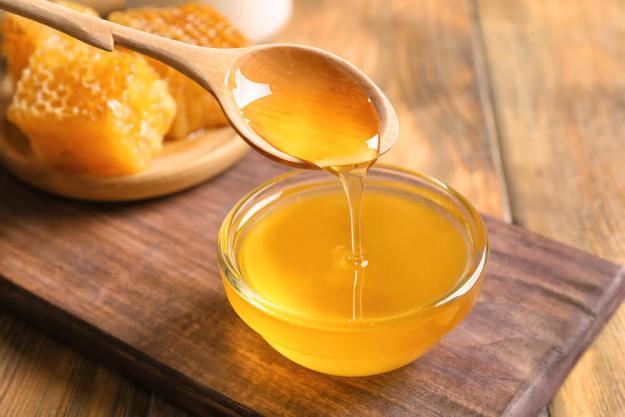 Το ακατέργαστο μέλι είναι θαυματουργό για πόνους στο λαιμό και στο στόμα.