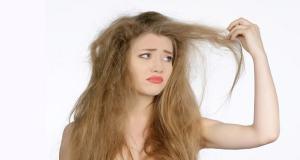 Θεραπείες για φθαρμένα μαλλιά – Οι 4 καλύτερες σπιτικές θεραπείες για μαλλιά βαμμένα, καμένα και κατεστραμμένα