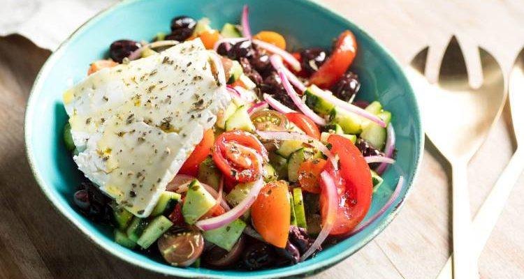 Συνταγή: Χορταστικές σαλάτες που αντικαθιστούν κυρίως γεύματα