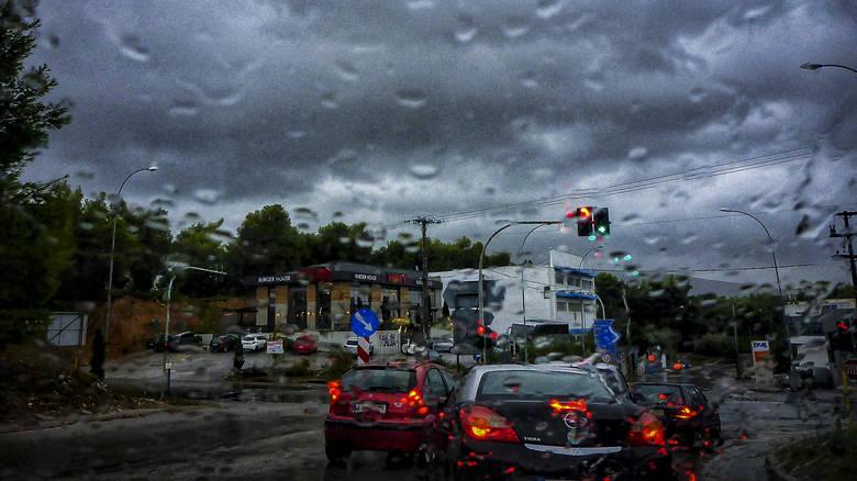 Καιρός: Πού θα βρέχει την Κυριακή
