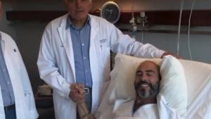Συγκινεί ο Βαλάντης από το κρεβάτι του νοσοκομείου μετά την επέμβαση αφαίρεσης όγκου [vid]