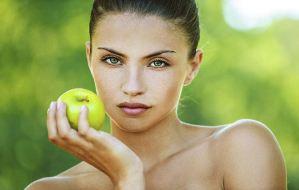Πράσινο μήλο για λαμπερό πρόσωπο