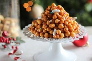 Struffoli (ιταλικοί χριστουγεννιάτικοι λουκουμάδες)