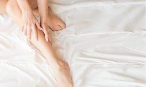 Νυχτερινές κράμπες στα πόδια: Αίτια, αντιμετώπιση και πρόληψη