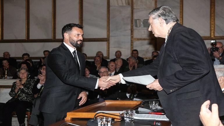 Βραβεύτηκε από την Ακαδημία Αθηνών ο οδηγός ταξί που έσωσε ανάπηρη τουρίστρια