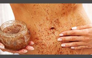 Σπιτικό scrub σώματος με καφέ και μπαχαρικά για να τονώσεις την επιδερμίδα σου