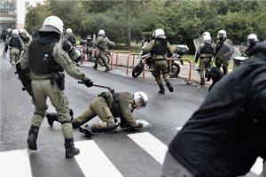 Ένταση στην πορεία για τον Αλέξη Γρηγορόπουλο στην Αθήνα