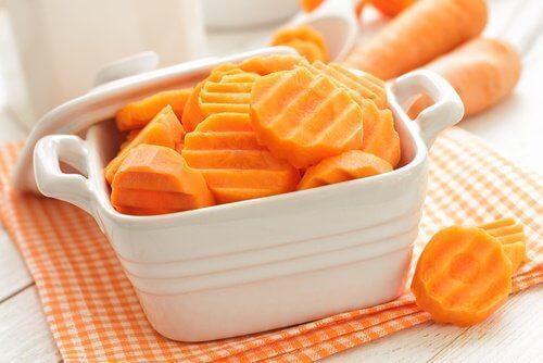 Καρότα, μια από τις καλύτερες θεραπείες κατά της κολίτιδας