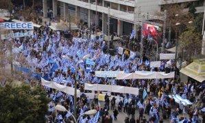 Συλλαλητήριο για τη Μακεδονία: Ξύλο και χημικά στο Σύνταγμα