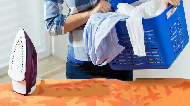 Έξυπνα tips για να σιδερώσεις τα ρούχα σου χωρίς…σίδερο!