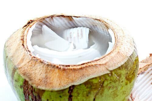 Οι ωφέλειες του νερού καρύδας για την υγεία