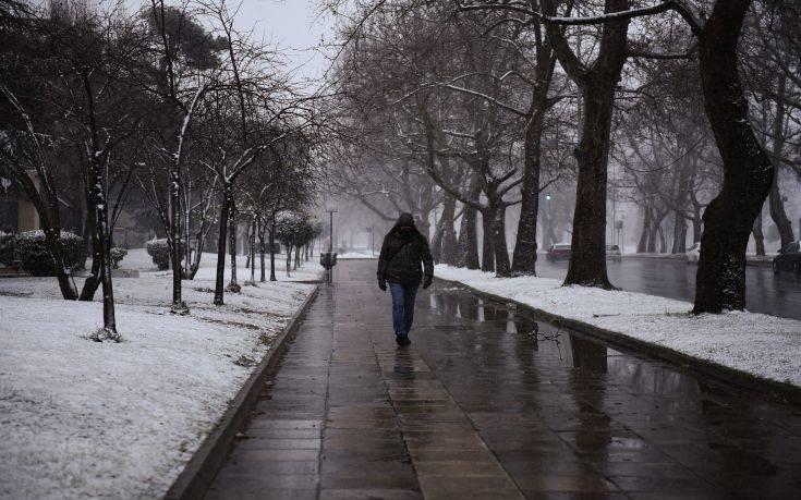 Με χιόνια και ιδιαίτερα χαμηλές θερμοκρασίες έκανε την εμφάνιση της η κακοκαιρία «Ωκεανίς» στη Βόρεια Ελλάδα.