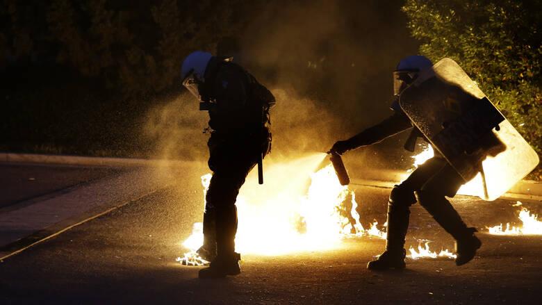 Επιθέσεις με μολότοφ σε διμοιρίες ΜΑΤ και μία σύλληψη στα Εξάρχεια