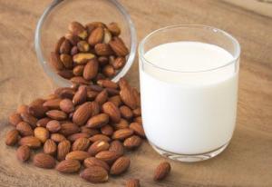 Οι ωφέλειες του γάλακτος αμυγδάλου