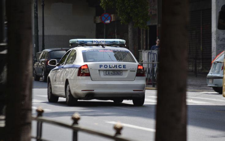 Άρπαξαν όπλα από σπίτι αστυνομικών στο Παγκράτι