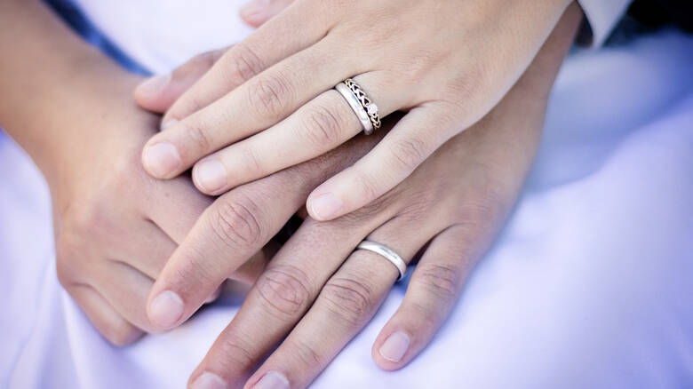 Παγκόσμια Ημέρα Γάμου: Δαμόκλειος σπάθη η υπογεννητικότητα στην Ελλάδα