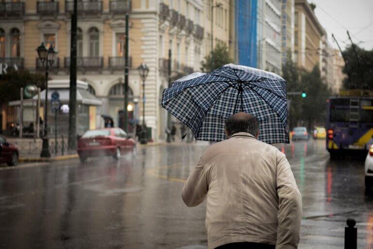 Καιρός: «Ανοίγουν» οι ουρανοί το Σάββατο – Καταιγίδες παντού και πτώση της θερμοκρασίας