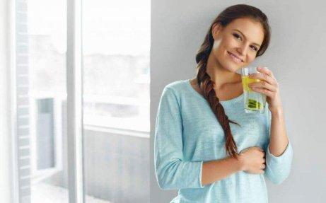 Πώς μπορούμε να φτιάξουμε νερό με λεμόνι και λιναρόσπορο για αδυνάτισμα;