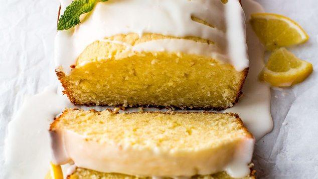 Αφράτο κέικ λεμόνι χωρίς βούτυρο με λαχταριστό γλάσο: Η vegan εκδοχή του αγαπημένου γλυκού