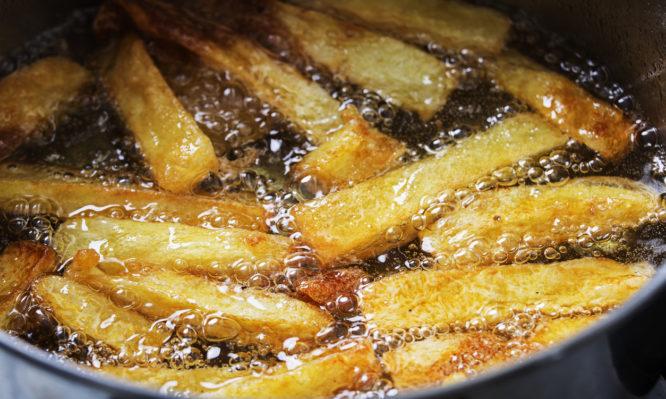 Με ποιο λάδι είναι καλύτερες οι τηγανητές πατάτες;
