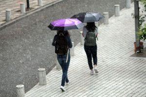 Καιρός: Βροχές και καταιγίδες σήμερα – Έντονα φαινόμενα και στην Αθήνα
