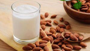 5 πολύτιμοι λόγοι για να βάλετε στη διατροφή σας το γάλα αμυγδάλου