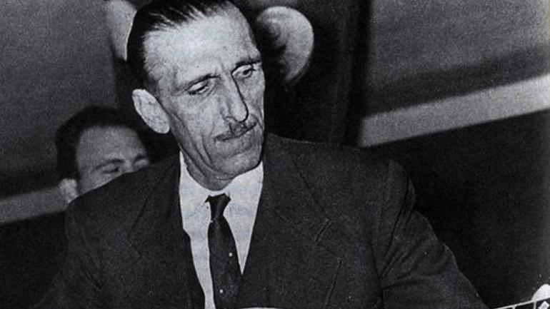 Σαν σήμερα έφυγε από τη ζωή ο μεγάλος ρεμπέτης Γιάννης Παπαϊωάννου