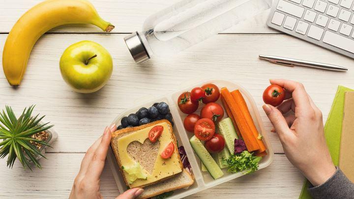6 τροφές που καταπολεμούν τη δυσκοιλιότητα