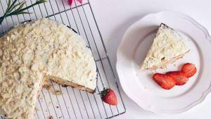 Λαχταριστό κέικ με φρούτα και λευκό γλάσο