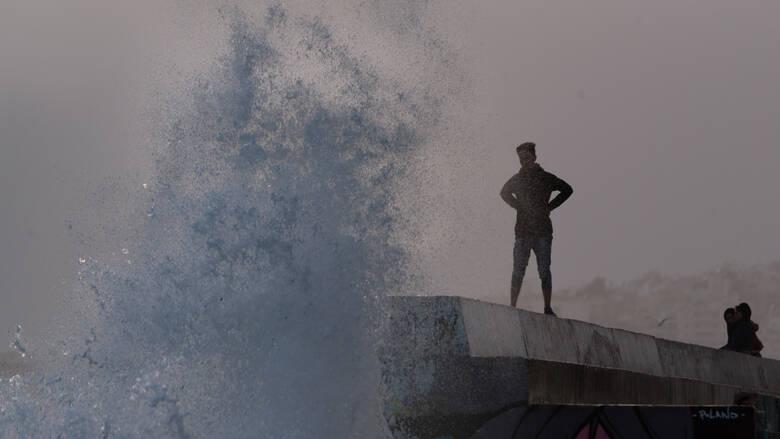 Καιρός: Θυελλώδεις άνεμοι θα σαρώσουν το Αιγαίο σήμερα