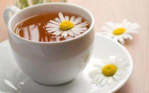 Read more about the article Τσάι από χαμομήλι και τζίντζερ για να διαλύσετε τα αέρια