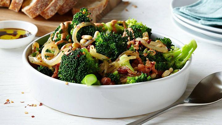 Πράσινη σαλάτα με μπέικον για ένα ελαφρυ γεύμα