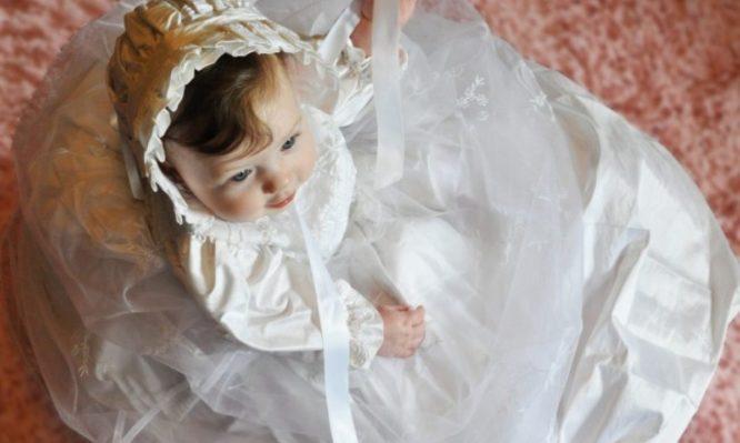 Για ποιο λόγο στη βάπτιση τα μωρά φοράνε λευκά ρούχα