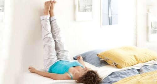 Πέντε θεραπείες για πρησμένους αστραγάλους και πόδια