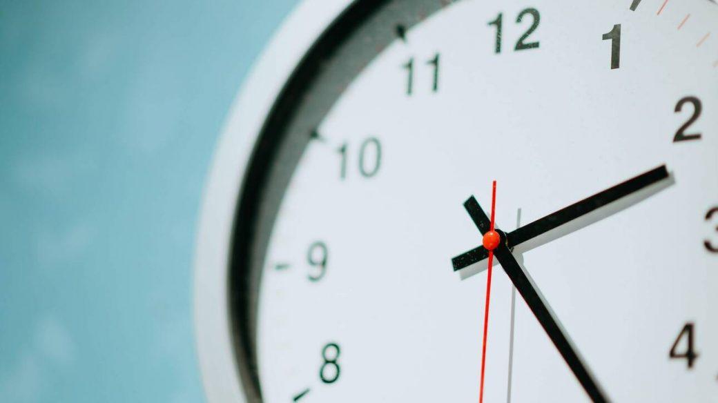 Πότε θα γυρίσουμε τα ρολόγια μας μία ώρα πίσω.fiftififti.eu