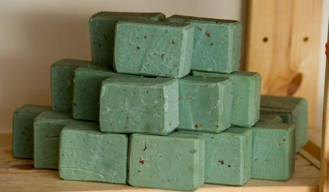 Το πράσινο σαπούνι και οι ευεργετικές χρήσεις του.fiftififti.eu