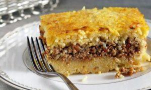 Read more about the article Σμυρναίικο ρύζι στο φούρνο, «γεμιστό» με κιμά
