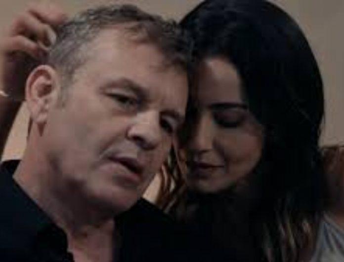 Read more about the article 8 ΛΕΞΕΙΣ – Spoiler: Ο Σίμος και η Σμαράγδα παντρεύονται
