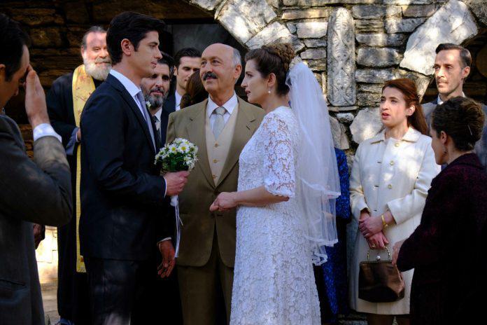 ΑΓΡΙΕΣ ΜΕΛΙΣΣΕΣ: Η μέρα του γάμου Ελένης – Λάμπρου έφτασε