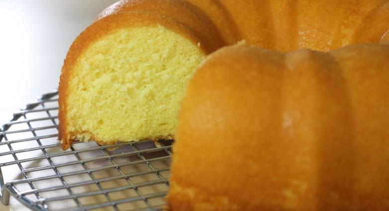 Αφράτο κέικ με ελαιόλαδο και γιαούρτι