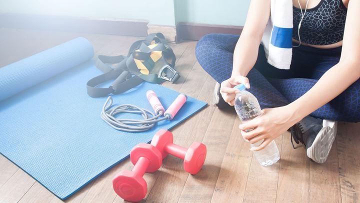 Πόσο συχνά πρέπει να πίνεις νερό όταν αθλείσαι