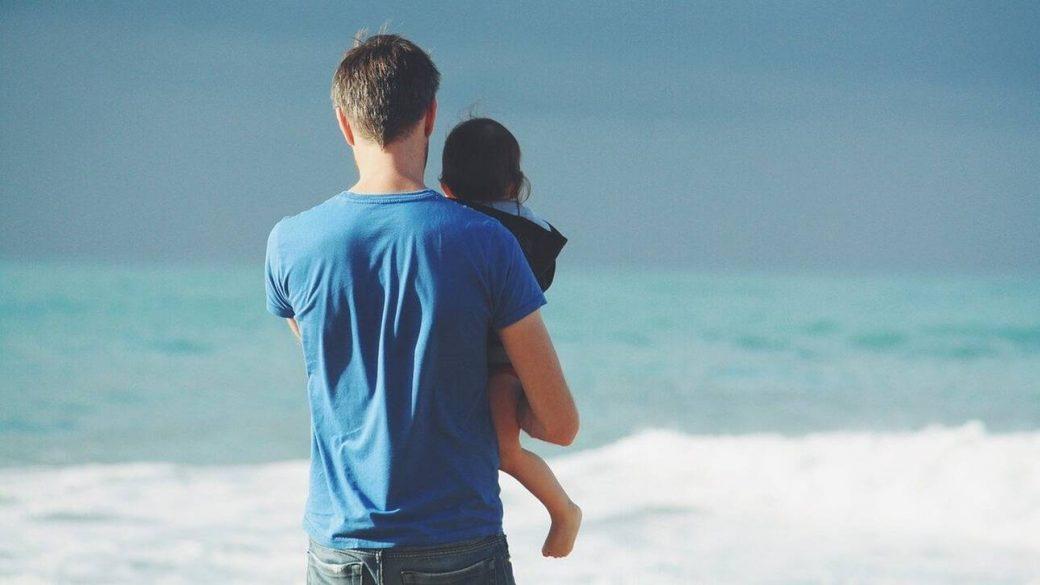 Γιορτή του Πατέρα: Λένε ότι ένας πατέρας αξίζει όσο 100 δάσκαλοι…
