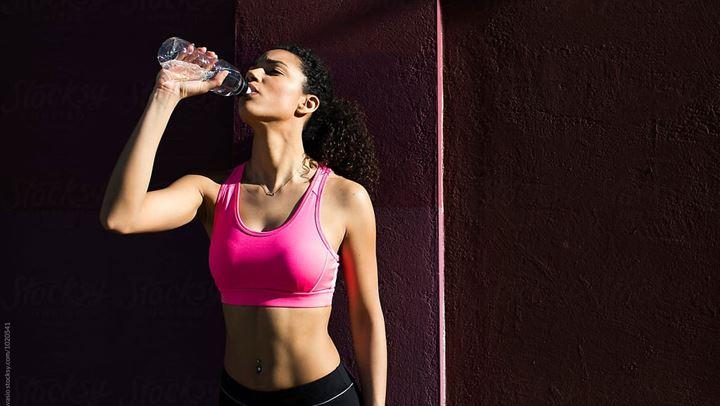 Όταν πίνουμε κρύο νερό καίμε περισσότερες θερμίδες;