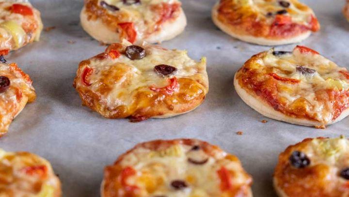 Συνταγή για πιτσάκια που ετοιμάζονται στο τηγάνι σε λίγα λεπτά